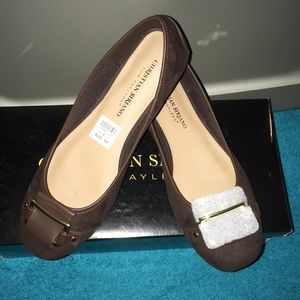 Simply gorgeous NWT comfortable flats brown